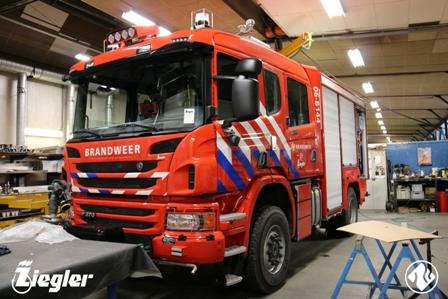 Nieuwe brandweerwagen voor post Laren